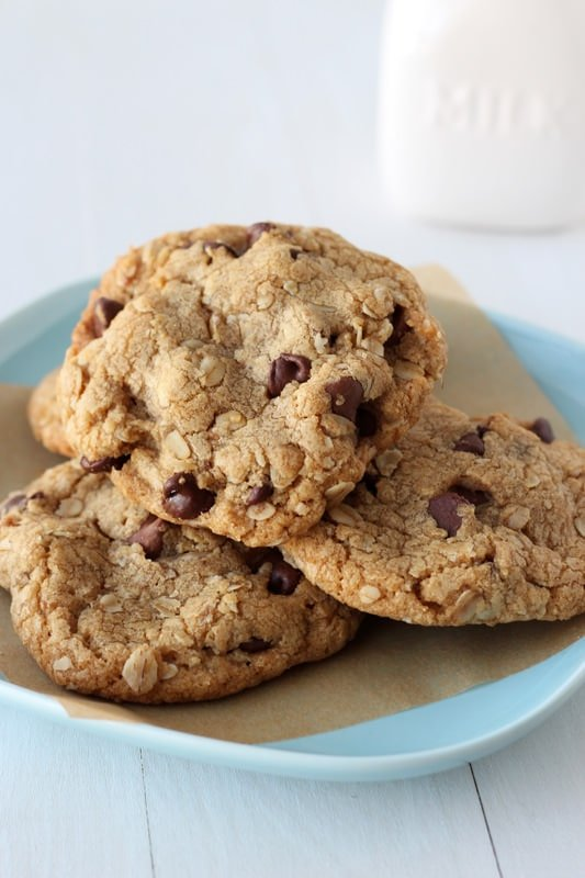 Biscoff Browned Butter Oatmeal Chocolate Chip Cookies are full of ...