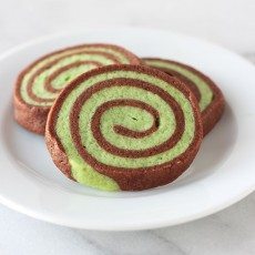PERFECT for St. Patrick's Day and so adorable! Chocolate Mint Pinwheel Cookies recipe